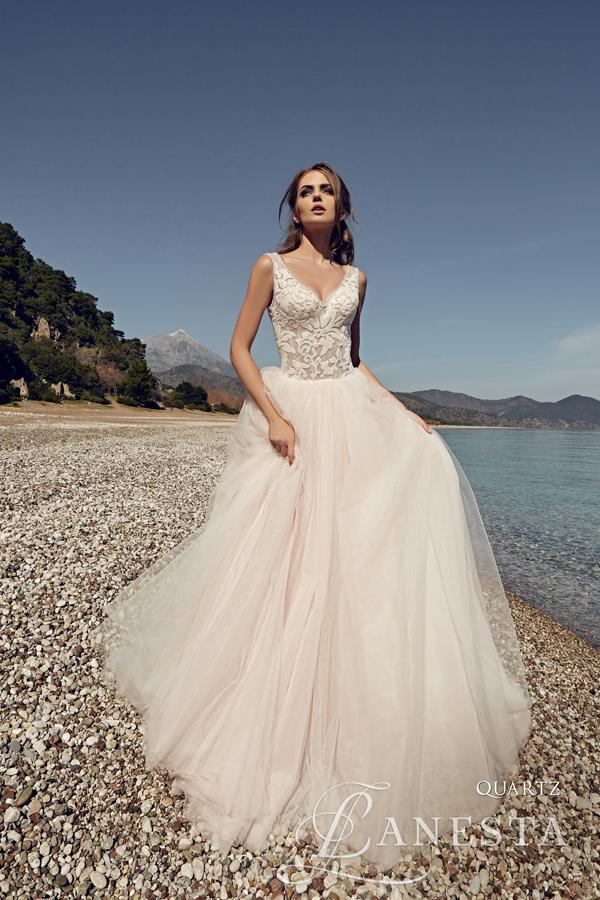 029239ebaf Taka mieszanka stylów jaką prezentuje producent sukien ślubnych marki  Lanesta zapewni zadowolenie każdej wymagającej Pannie Młodej.