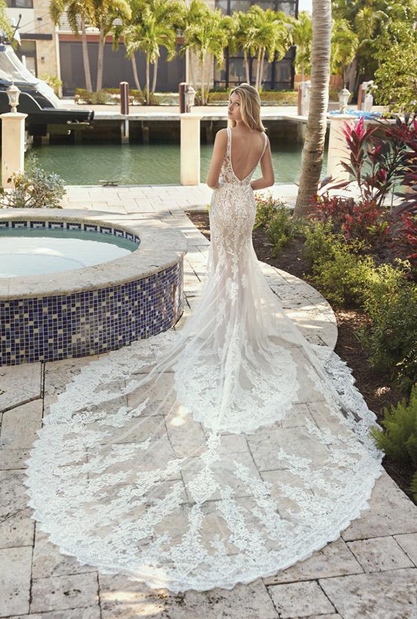Suknia ślubna Demetrios 1044