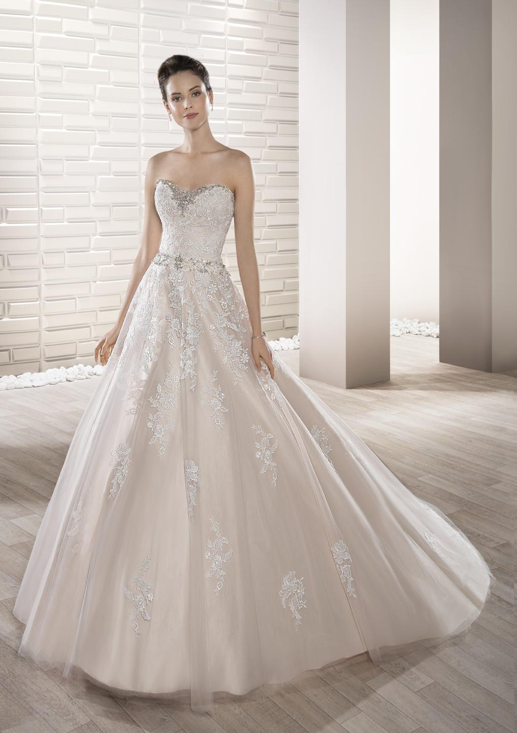 suknia ślubna Demetrios 686